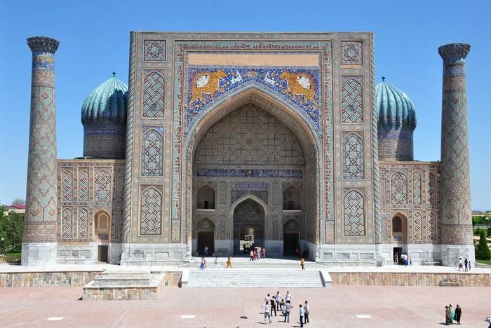 Исламская школа Медресе Шердор в Самарканде, Узбекистан. Год постройки 1619. Объект Всемирного наследия ЮНЕСКО