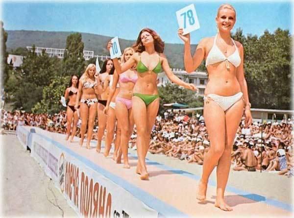 Советские девушки и мужчины на пляжах СССР. Черное море, ретро фото молодые и красивые советские девушки, как выглядел пляж Девушки, Красивая девушка, СССР, Назад в СССР, Фотография, Ретро, Пляж, Пляжный отдых, Советский народ, Длиннопост