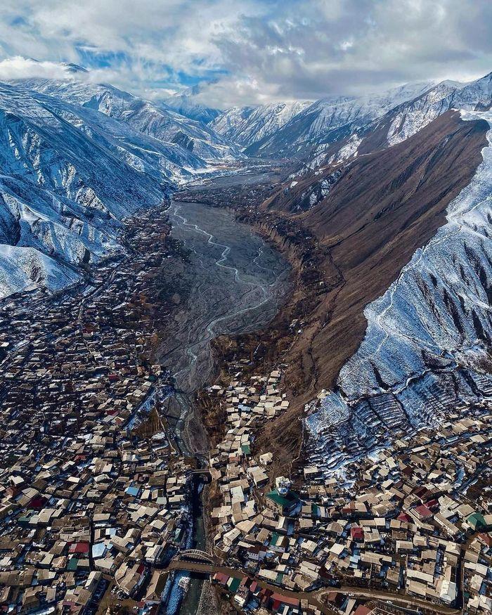 Селение Ахты, республика Дагестан. Население 13 тысяч человек