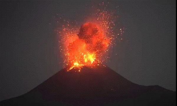 Как в Мексике, за 3 дня на поле вырос огромный вулкан (реальные фото) Вулкан Парикутин, Вулкан, Мексика, Природа, Катаклизм, Извержение, Истории из жизни, Факты, Гифка, Длиннопост