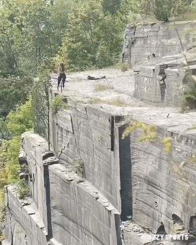 Разбежавшись... Скалы, Прыжки в воду, Слабоумие и отвага, Гифка