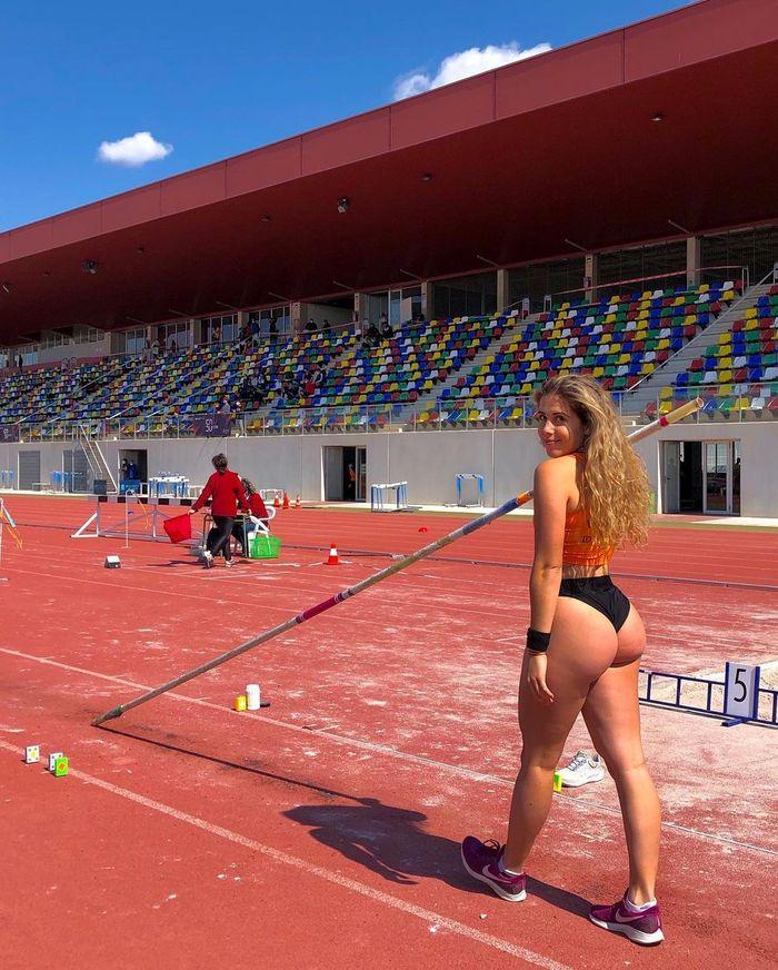 Maria Perez Vilaplana, испанская прыгунья с шестом
