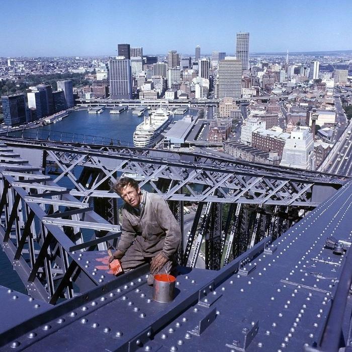 Высотник Пол Хоган на одном из крупнейших мостов в Сиднее 1971 год. Через 15 лет он станет известен как quotКрокодил Дандиquot