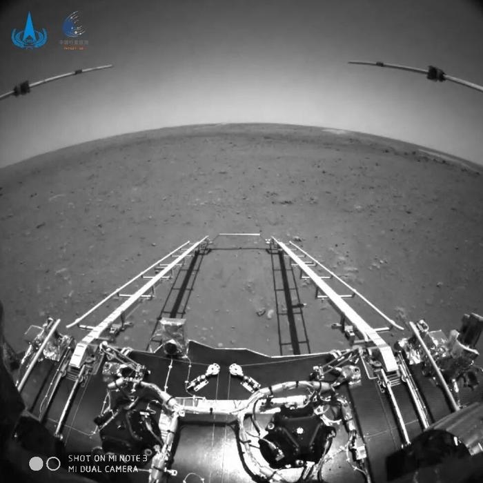 Китайский марсоход. Первое фото