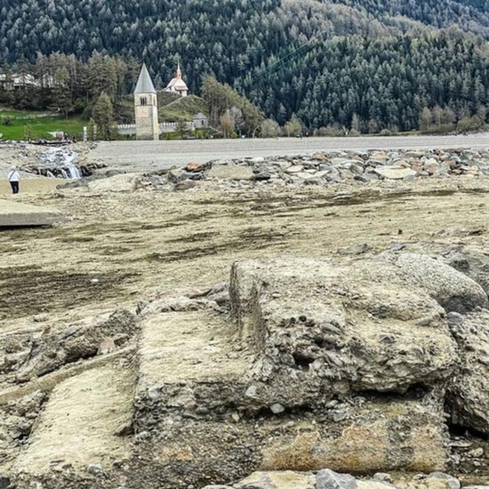 В Италии из-под воды вышла затопленная более 70 лет назад деревня Археология, Затерянный город, Италия, Руины, Длиннопост