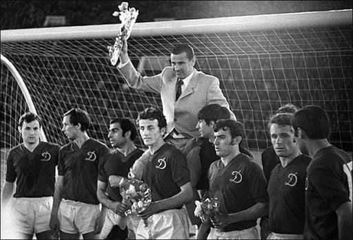 Ровно 57 лет назад Лев Яшин получил Золотой мяч из рук редактора France Football Лев Яшин, Футбол, Динамо Москва
