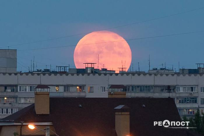 Восход полной луны