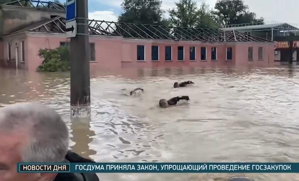 Аксенов спасает местных жителей