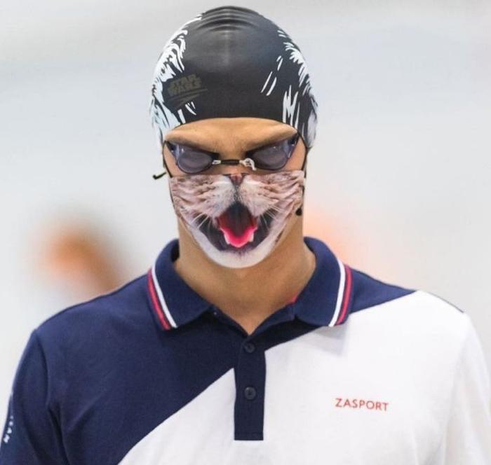 Евгения Рылова не пустили на награждение в маске с котом )