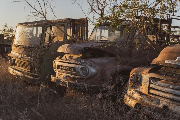 Автомобильное кладбище на Кипре Фотография, Авто, Заброшенное, Кладбище, Грузовик, Длиннопост