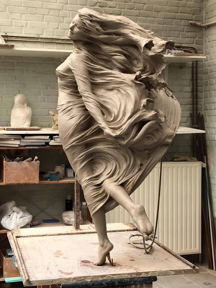 Девушка скульптор за работой девушки от 17 работа москва