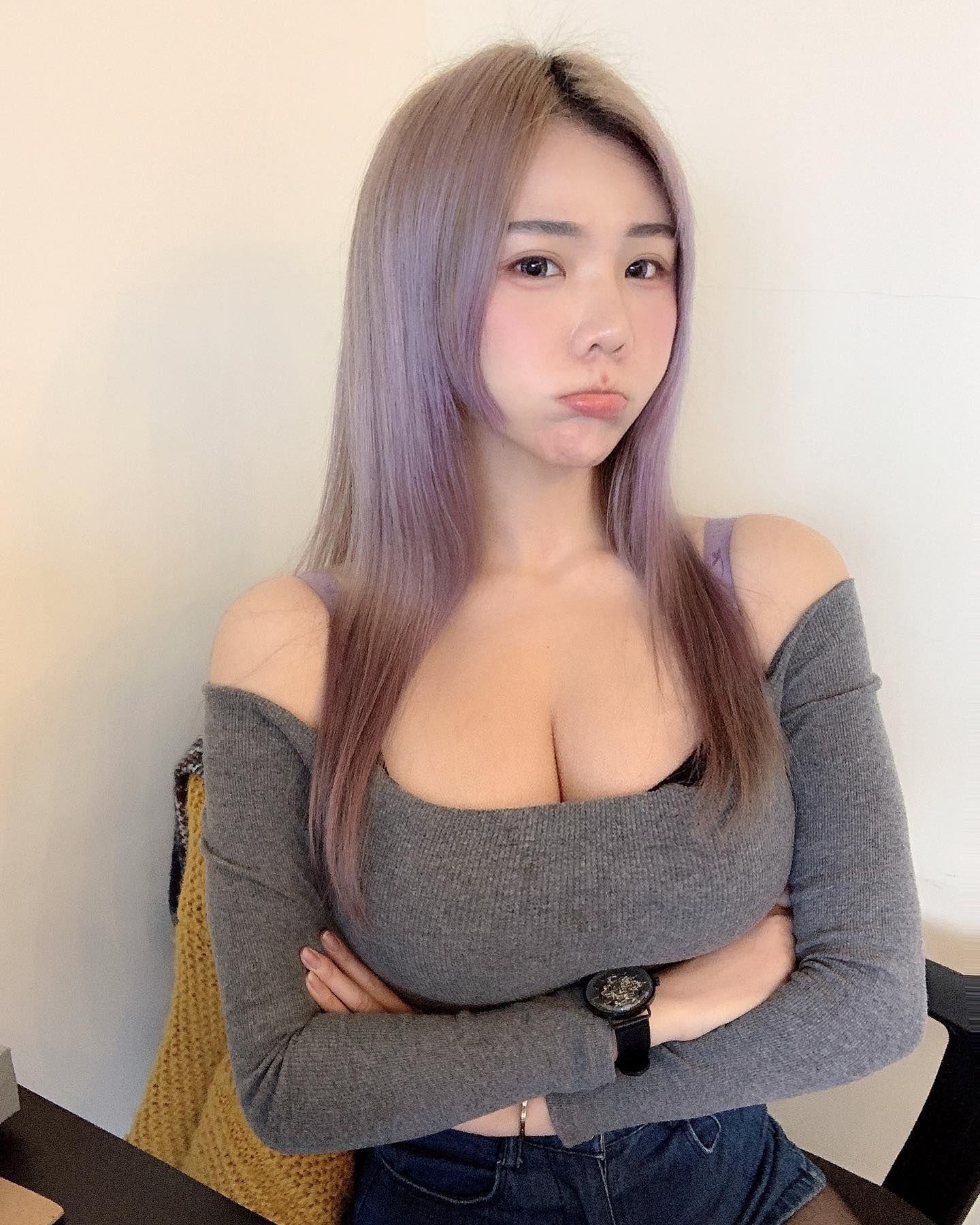 Жадная азиатка никак не отпускает парня
